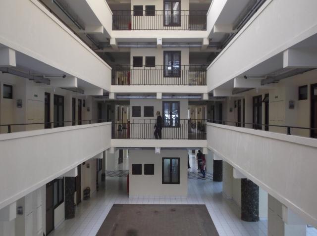 Ruang lepas tampak dari lantai atas