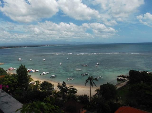 Pantai Sanur tampak dari lantai sebuah hotel