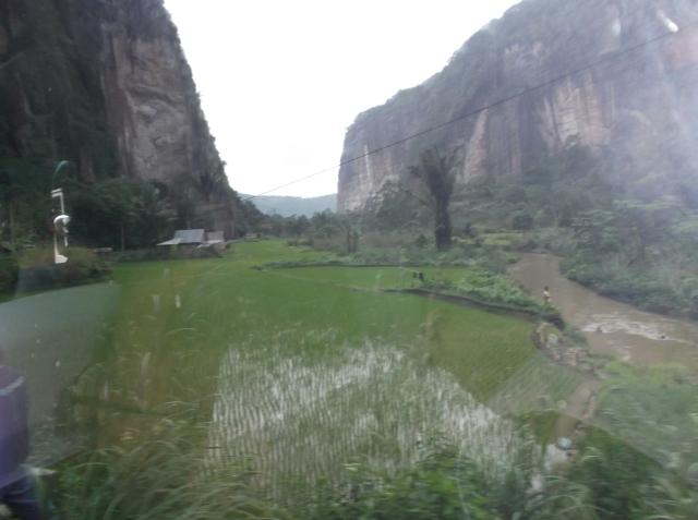 Lembah harau dari balik kaca bus