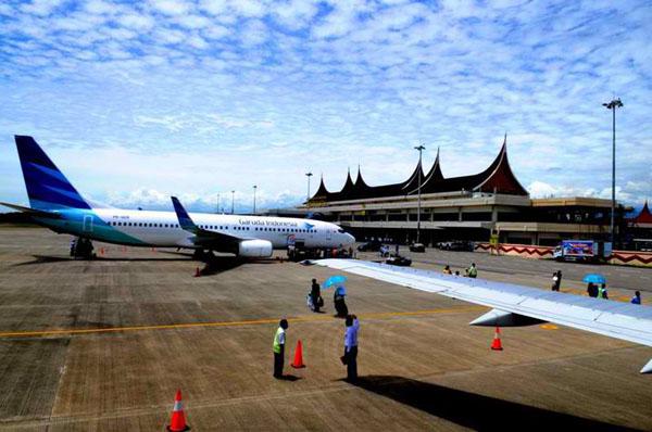 Bandara Minangkabau (Sumber foto: http://www.kiostiket.com/bandar-udara-international-Minangkabau.php)