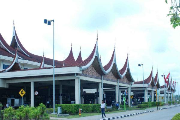 Bandara BIM Padang (Sumber gambar: http://www.kiostiket.com/bandar-udara-international-Minangkabau.php)