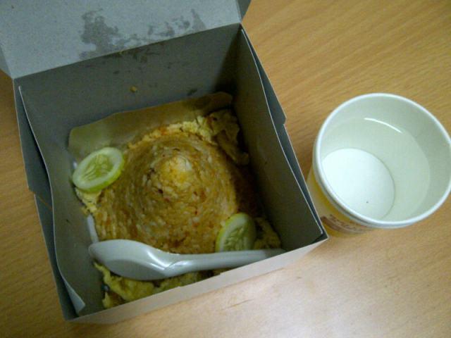 Paket nasi goreng (Photo by Andi Oetomo, dosen ITB)