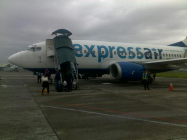 Rupa pesawat Xpress Air di landasan Bandara Husein