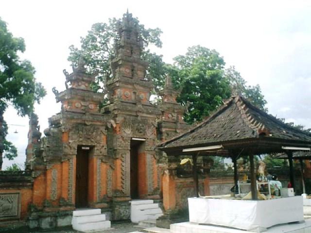 Pura Wira Loka Natha di Cimahi (Sumber foto: http://www.bandungtourism.com/tododet.php?q=Pura%20Agung%20Wira%20Loka%20Natha)