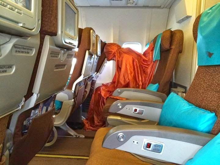 Melihat Pramugari Garuda Indonesia Sholat di Atas Pesawat (2/2)