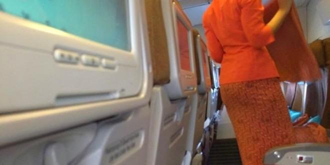 Melihat Pramugari Garuda Indonesia Sholat di Atas Pesawat (1/2)