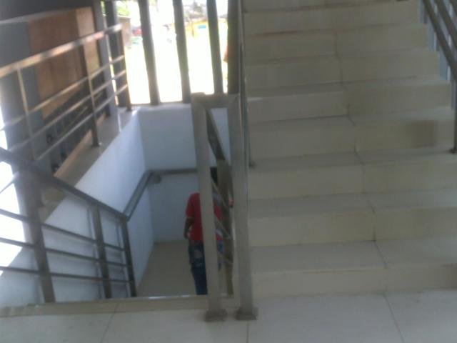 Tangga ke lantai basement (tempat wudhu)