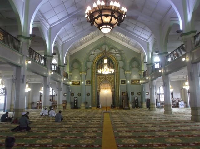 Interior yang  menawan di dalam masjid