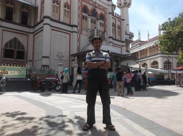Foto narsis di deoan masjid Sultan