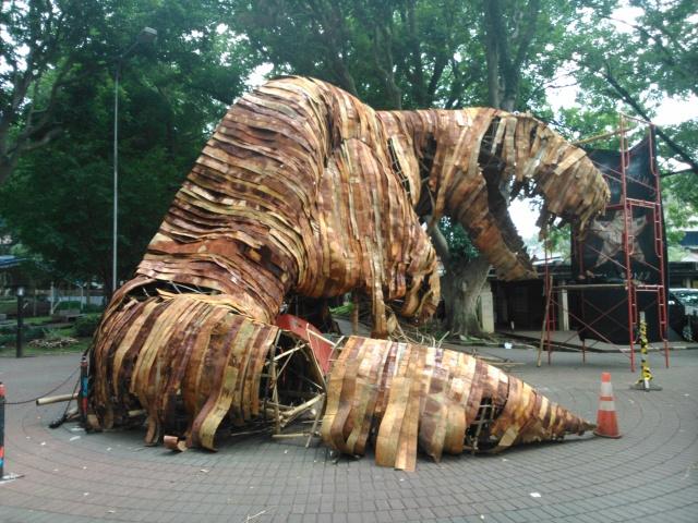 Dinosaurus dari kaleng bekas