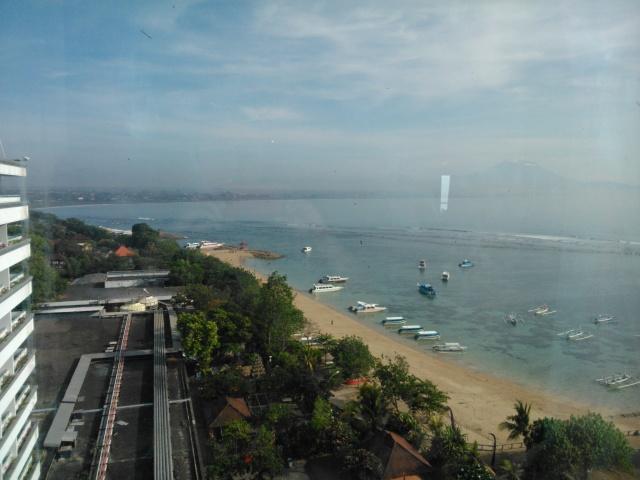 Pantai Sanur tampak dari sisi kiri