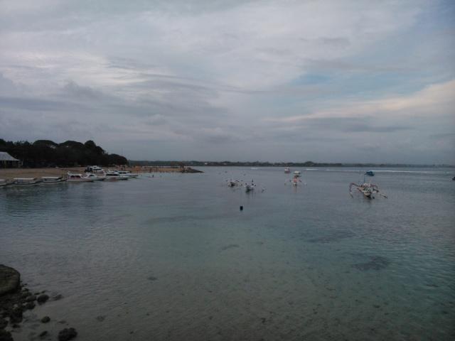 Pantai yang nyaris tiada ombak