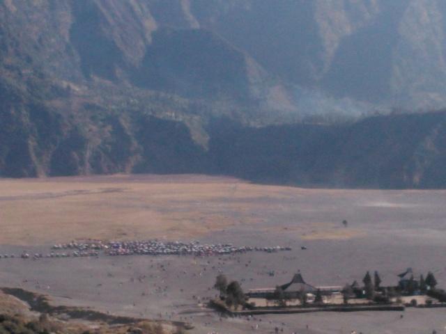 Kaldera Gunung Tengger tampak dari kaki Gunung Bromo