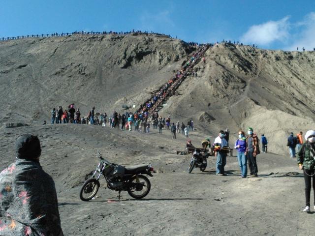 Tangga menuju kawah Gunung Bromo