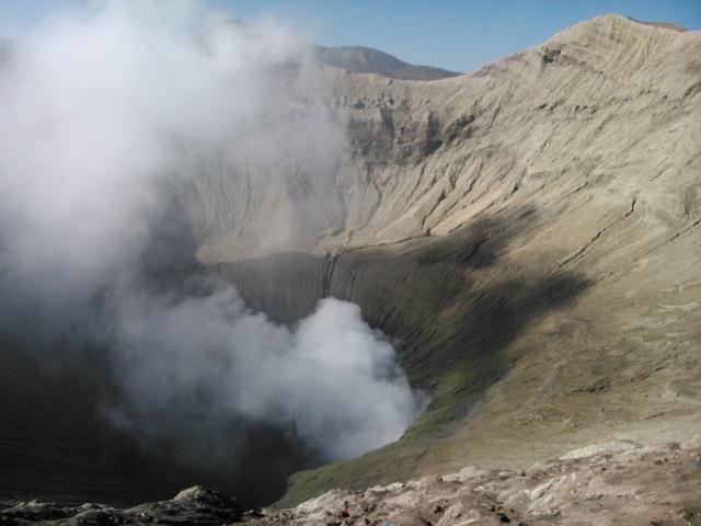 Kawah  Gunung Bromo yang masih aktif