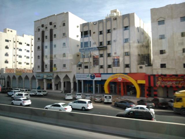 Suasana pinggiran kota Madinah (dari atas bis)