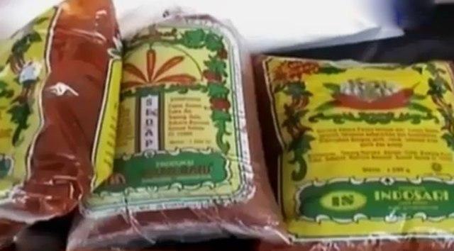 Kemasan saus di dalam plastik. Sumber: http://news.liputan6.com/read/2167776/pemilik-pabrik-saus-berbahan-kimia-di-bandung-jadi-tersangka