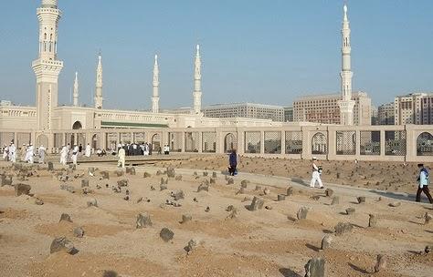 Maqam Baqi (Sumber: http://www.rumahallah.com/2014/02/ziarah-ke-makam-baqi-al-gharqad.html)