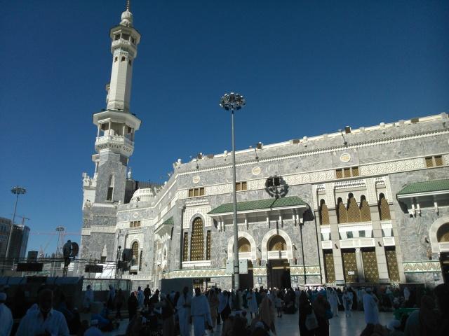 Pelataran di luar Masjidil Haram