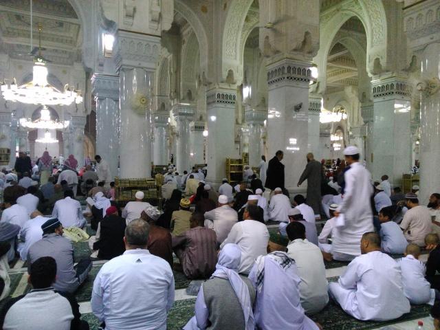 Menjama' sholat Maghrib dan Isya di dalam Masjidil Haram