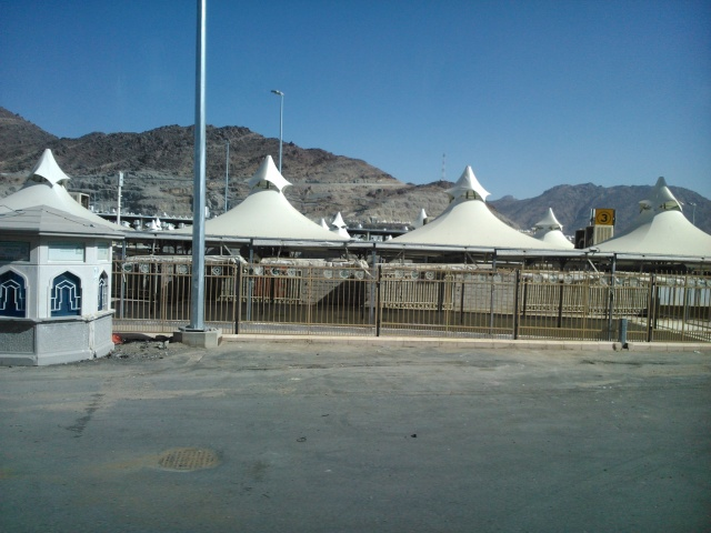 Lebih dekat dengan tenda di Mina