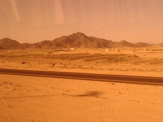 Pemandangan kering dan tandus sepanjang jalan dari Makkah ke Jeddah