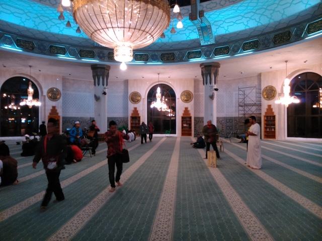 Di dalam masjid terapung