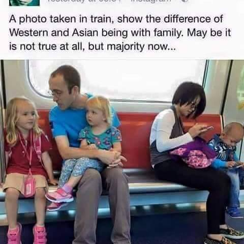 Ibu dan anak asyik dengan gadget-nya, sedangkan pria bule tetap mengasuh anaknya (Sumber: Facebook)