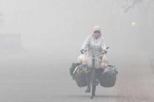 Menembus asap (Sumber foto: grup WA)