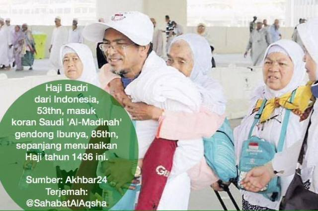 Haji Badri (53 tahun) menggendong ibunya kemana-mana selama musim haji tahun 2015