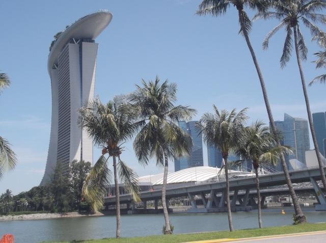 Gardens by the bay dikelilingi oleh marina dan berbagai bangunan yang menjadi ikon Singapura